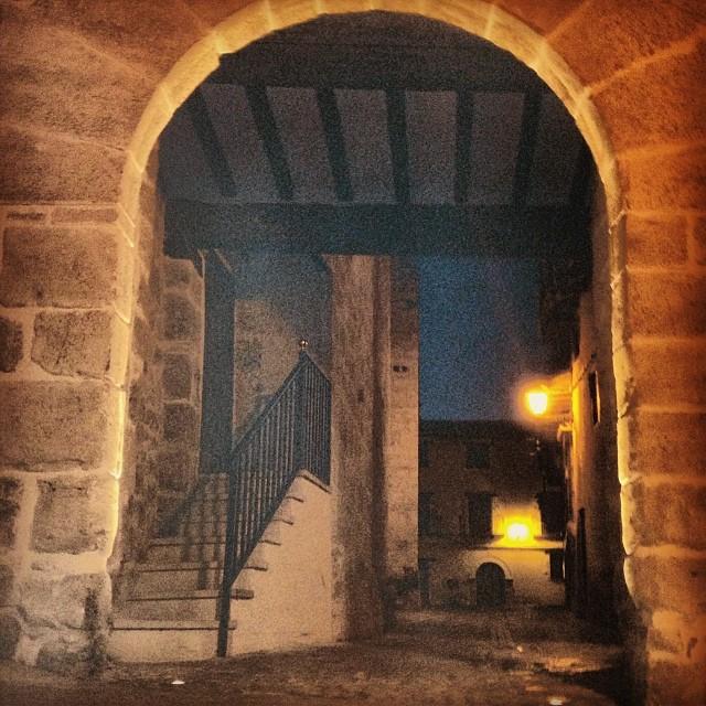 escaleras portal san roque nocturno fabrica solfa.jpg