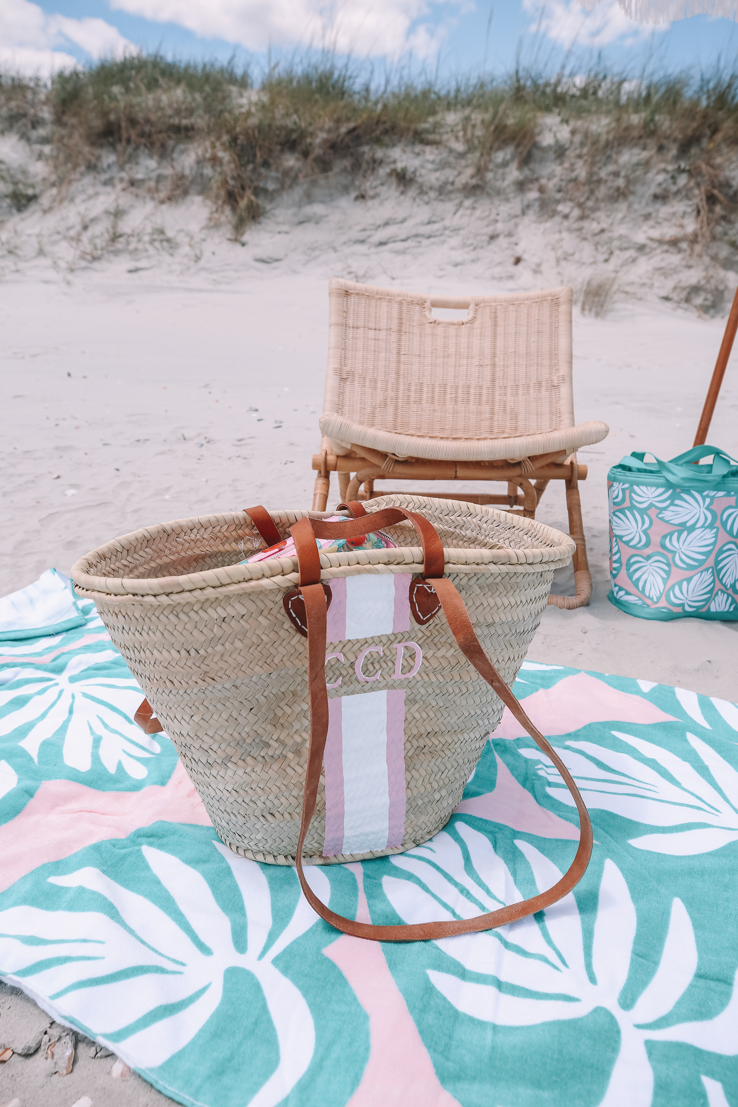 whats-in-my-beach-bag-caitlin-covington-southern-curls-and-pearls-11.jpg