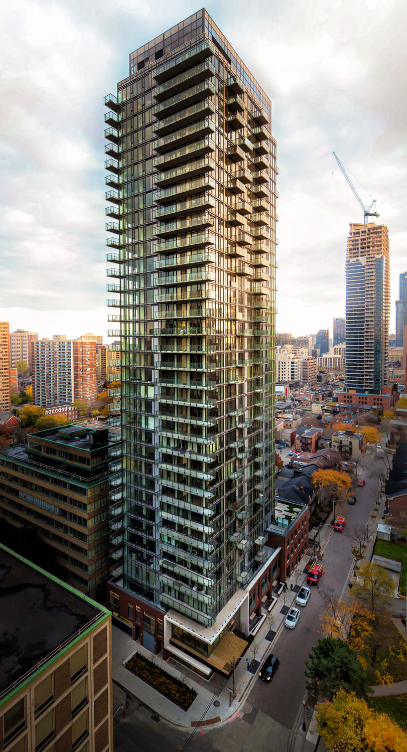 C lassic luxury  in a prime Yorkville South location.