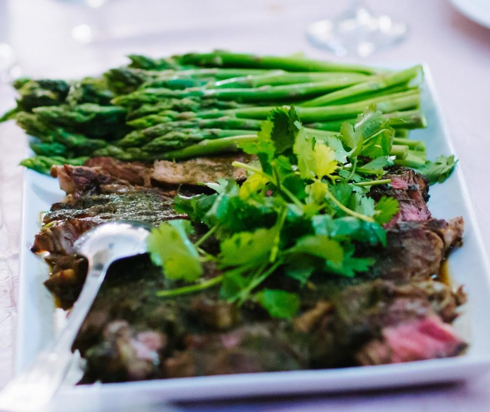 Grilled rib-eye cilantro beef with asparagus   Bo nuong xot ngo mang tay
