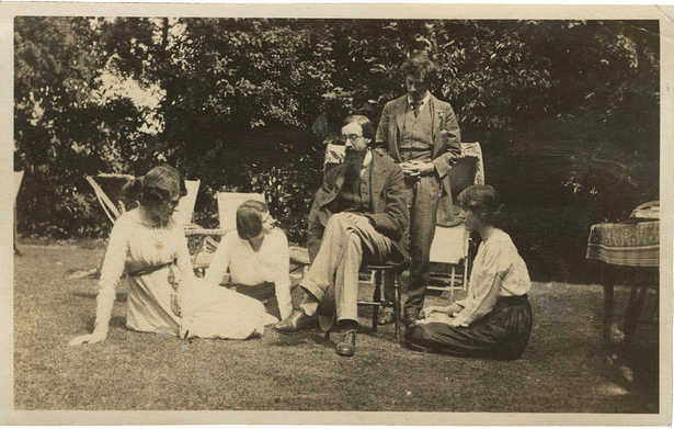 From left: Lady Ottoline Morrell, Maria Huxley and Bloomsbury members Lytton Strachey, Duncan Grant and Vanessa Bell. ©NATIONAL PORTRAIT GALLERY, LONDON
