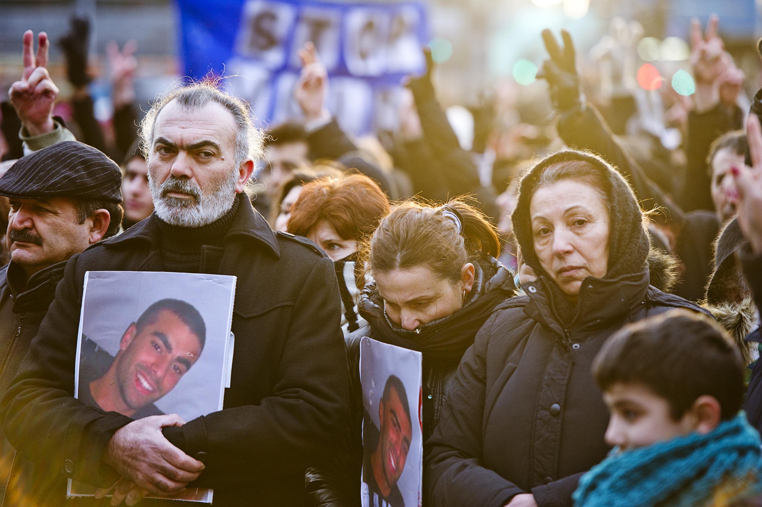Fredsmarch som reaktion på drabet på den 21-årige Cem Aydin