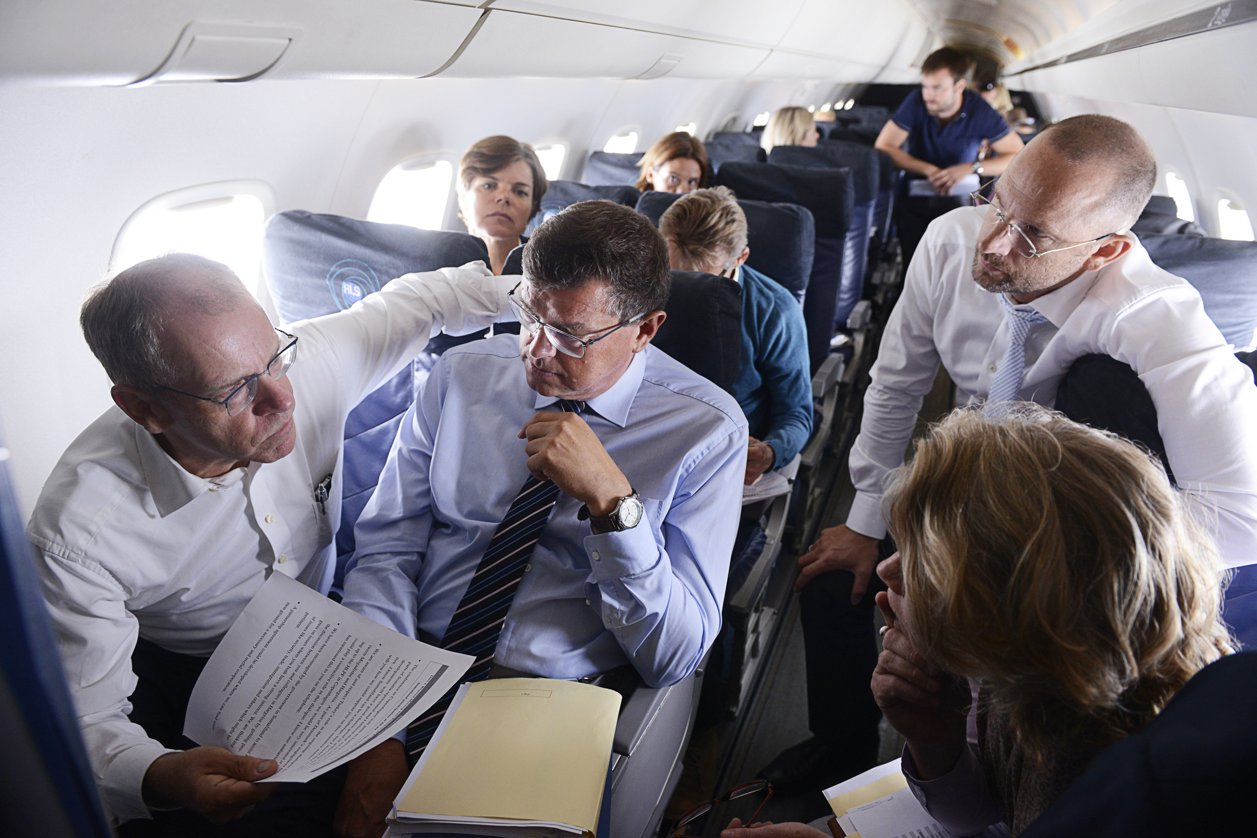 Tidligere Udviklingsminister, Mogens Jensen med sin stab lige inden han lander i Mogadishu lufthavn