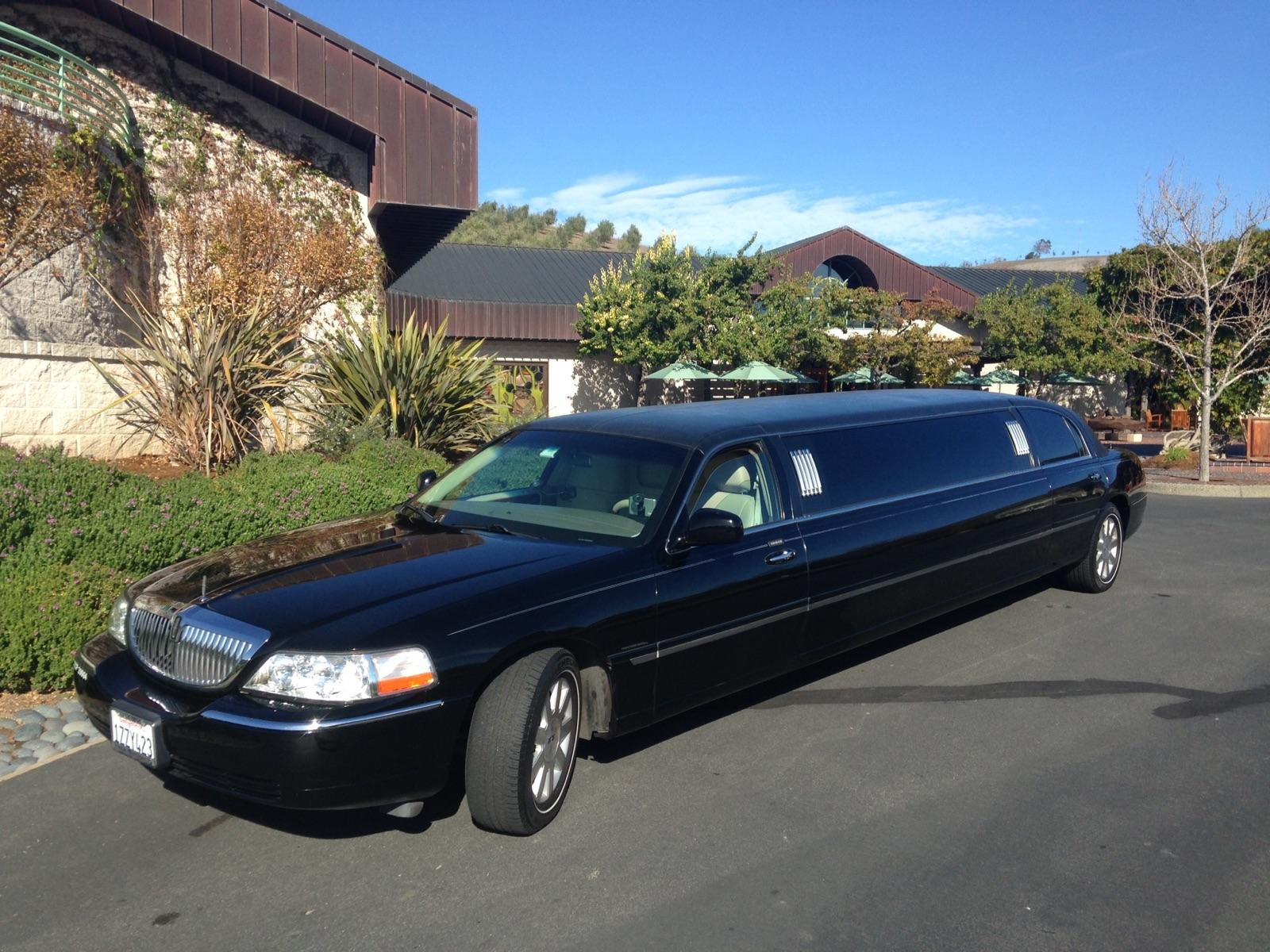 8 Passenger Lincoln Stretch Limousine