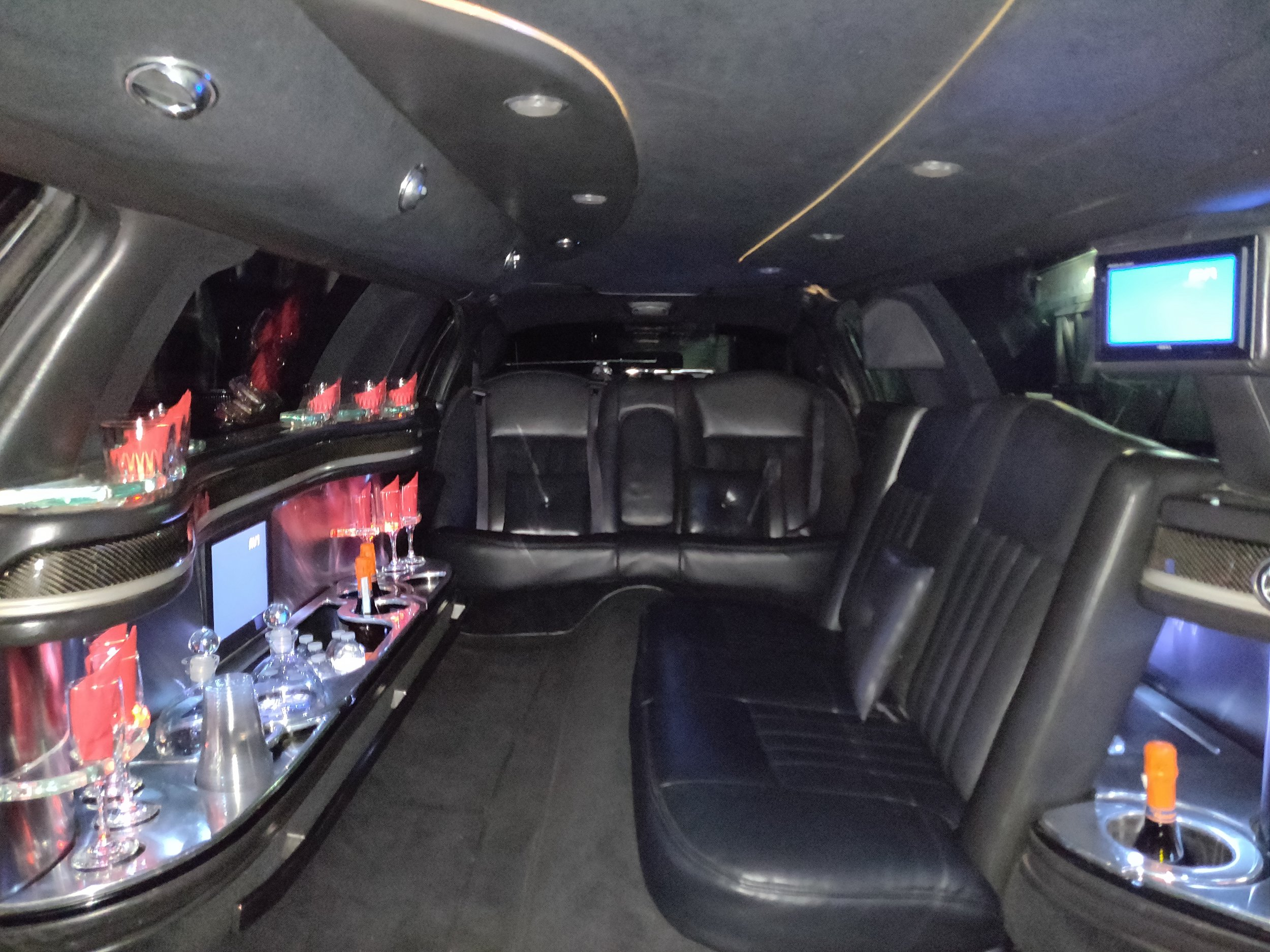 9 Passenger Lincoln Stretch Limousine