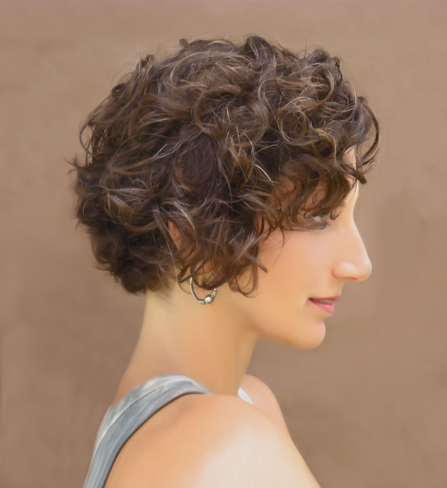 Profile view curly hair cut and style by Lari Manz