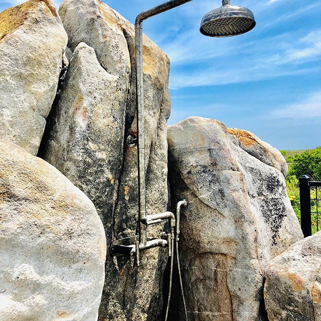 Beach season is here and we just wrapped up an outdoor shower installation. We helped make the vision of @hess.la become reality.