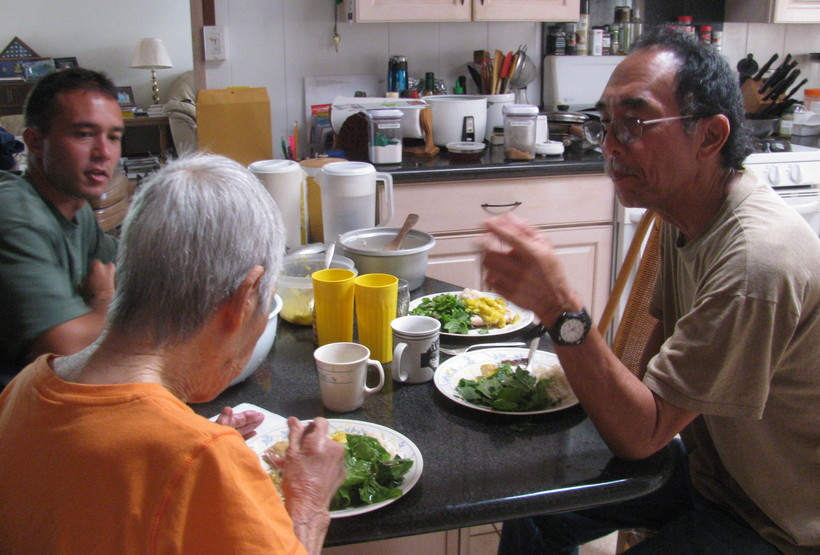 Thanks to her supportive family, Florence Yasuda is able to enjoy healthy meals in the company of loved ones.