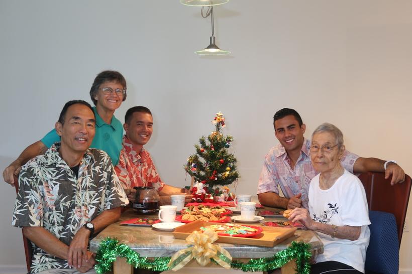 It's Christmas! (l-r) Ron Yasuda, Jan Pappas, Jon Yasuda, Troy Yasuda, Florence Yasuda
