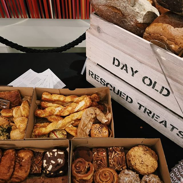Have a team day at your office? DayOld is a perfect choice to reignite the team spirit with some delicious rescued surplus baked goods and treats 🥐🍞🍪🍩💕Our treats come with a helpsul side of reducing food waste and food poverty 💚 We were invited by one of UK's leading insurance companies to host a little pop-up - everything was gone in minutes! 💪✌️👌Email hello@dayoldeats.com to find out more 😎