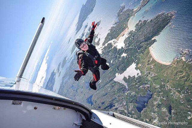 """""""Age is not a barrier It's limitetion you put on your mind."""" www.czaplaphotography.com #skydivearoundtheworld"""