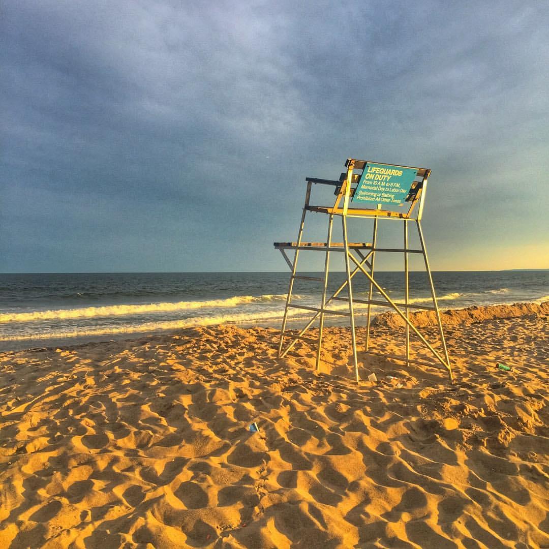Is it summer yet?! Throwback to summer evenings in Rockaway Beach                #rockawaybeach #rockawayny #rockaway #rbny #rockawaypark #queenscapes #queenslove #summerinqueens #queenssunsets #itsinqueens #heartofqueens #tbt #queenstbt  (at Rockaway Beach, Queens)