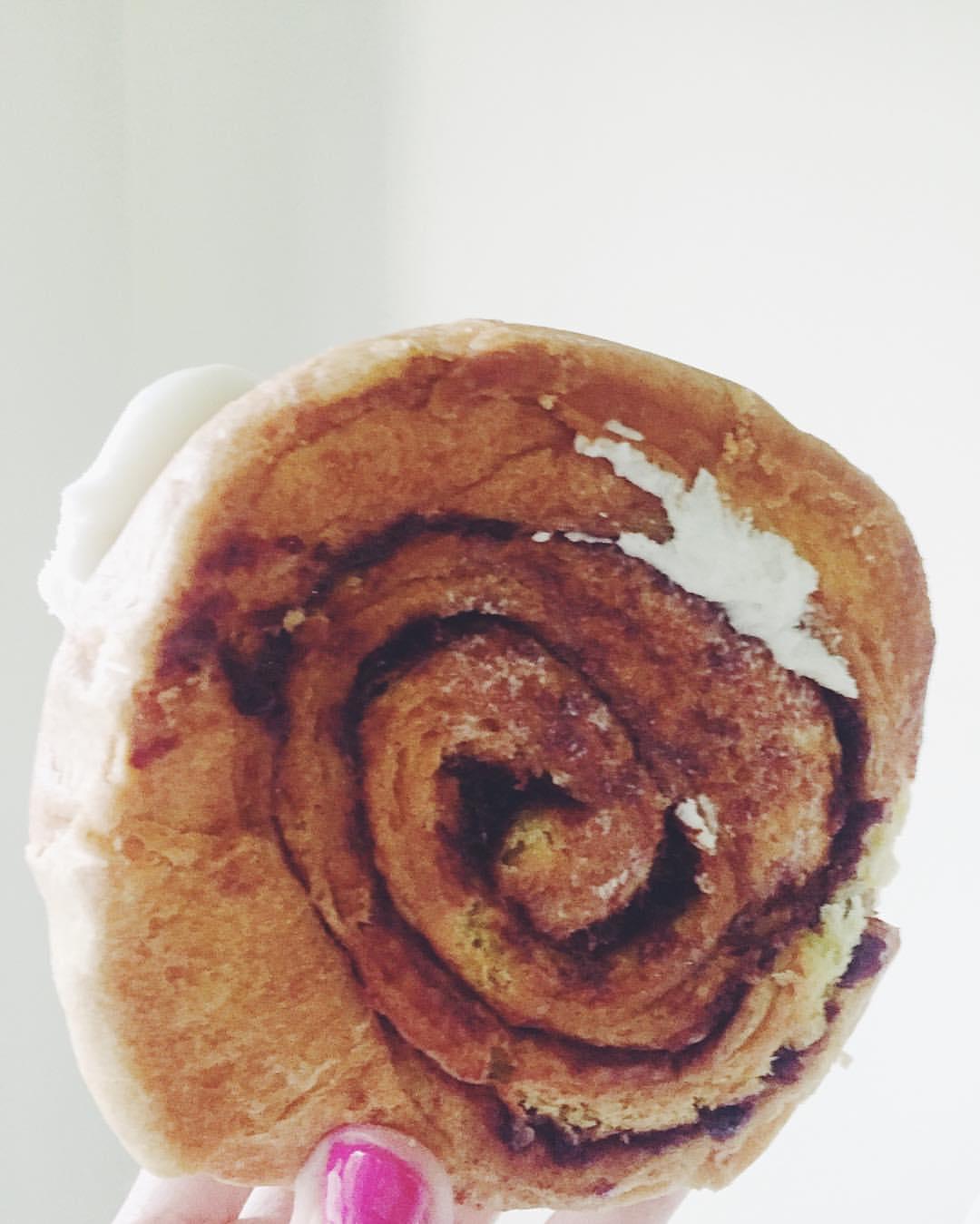 Homemade cinnamon roll from Andy's Deli in Middle Village?Because Wednesday.                #frostingfordaysss #middlevillage #middlevillageny #middlevillagequeens #eliotave #eliotavenue #queenseats #eeeeeats #heartofqueens  (at Andy's Delicatessen)