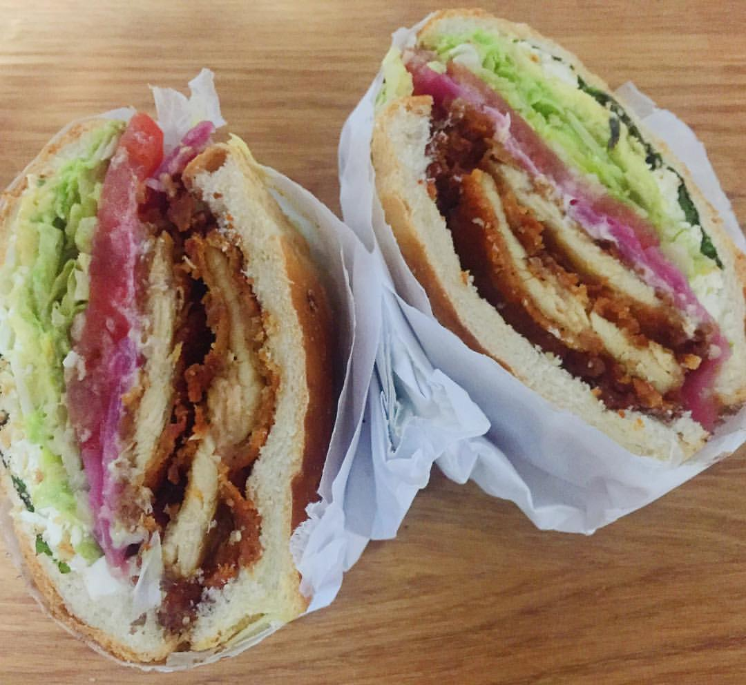 So hungry I almost forgot to take a picture. Now I can inhale this Southern Fried Chicken Cemita from Cemitas el Tigre in Sunnyside.                #sunnysideny #sunnyside #sunnysidequeens #woodside #woodsideny #woodsidequeens #sunnysidefood #eeeeeats #queenseats #heartofqueens #queenslove  (at Cemitas El Tigre)