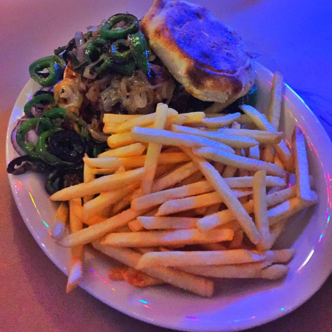 Burger with jalapeños & grilled shallots on an English muffin from Dirty Pierre's with some of our soon to be (hopefully) neighbors                #foresthills #foresthillsny #foresthillsqueens #queensnyc #queensny #queenseats #eeeeeats #dirtypierres #heartofqueens  (at Dirty Pierre's)