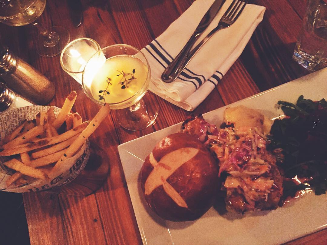 The cole slaw on the fried chicken sandwich (with pretzel bun) at Gantry Bar LIC is amazing.  Plus @mary2687 & I had a bunch of the tequila thyme cocktails which were 👌 (at Gantry Bar & Kitchen, Long Island City)