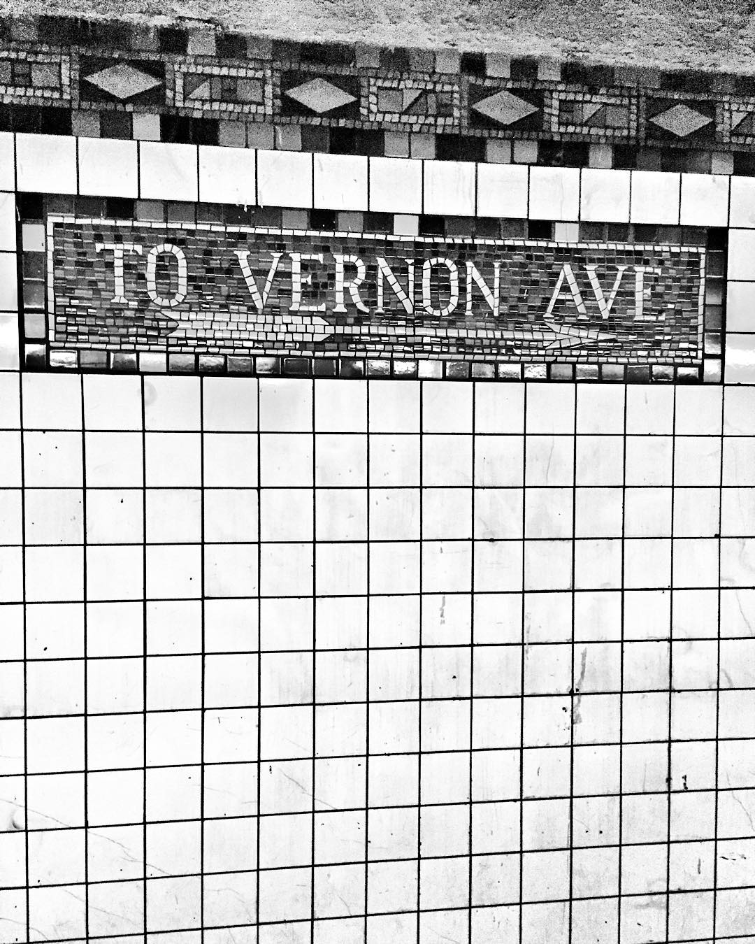 Thanks, #7train you've made it such a pleasant first Monday back to work in the New Year #backtovernon           #mondayvibes #mta #lic #longislandcity #7line #queenscapes #licny #queensnyc #queens #heartofqueens #vernonblvd #jacksonave    (at Vernon Boulevard – Jackson Avenue)