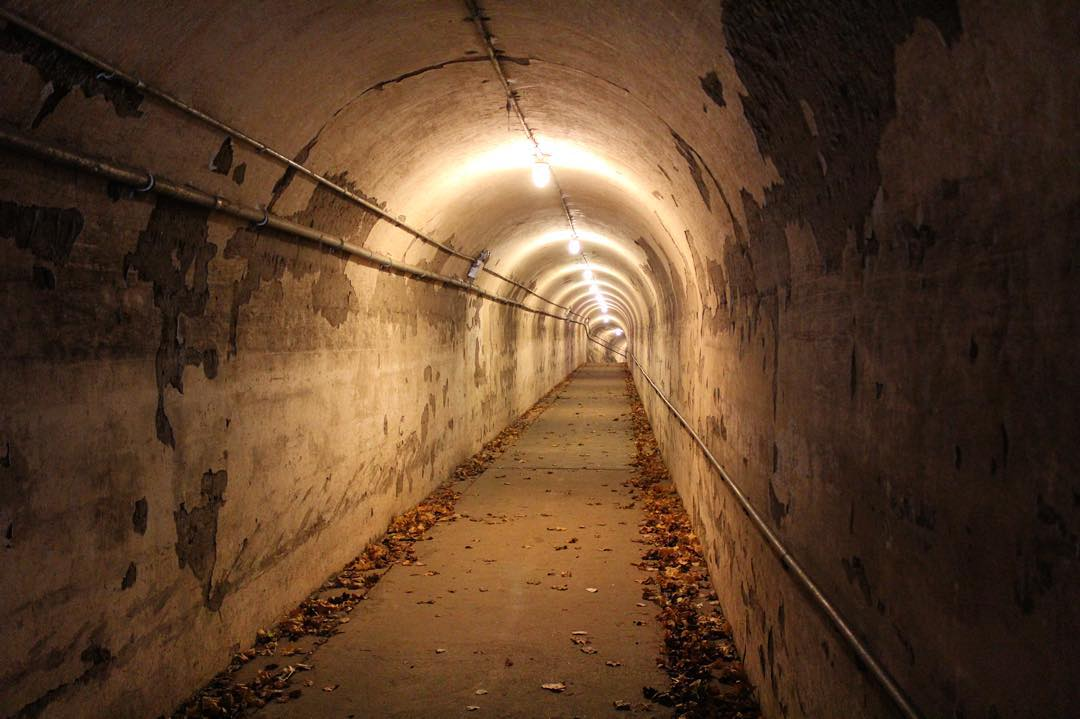 One of my favorite things from 2015 was the tour of the tunnels at Fort Totten Park in Bayside.  I've lived in Queens my entire life & I had no idea that these existed!          #bayside #baysideny #forttotten #forttottenpark #queensnyc #queens #queenscapes #seeyourcity #itsinqueens #heartofqueens @itsinqueens  (at Fort Totten Army Reserve, Bayside Queens, Ny)