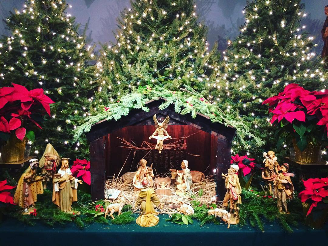 Merry Christmas from Middle Village! 📷: @reginaceleste86           #heartofqueens #middlevillage #middlevillageny #queensnyc #queens #merrychristmas  (at Our Lady Of Hope Roman Catholic Church)