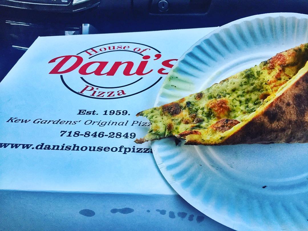 Last night's eating experiment involved Dani's pizza.  Result: 👍🍕          #pestoslice #kewgardens #kewgardensny #leffertsblvd #queenseats #queensfood #food #kewgardensfood #heartofqueens  (at Dani's House of Pizza)