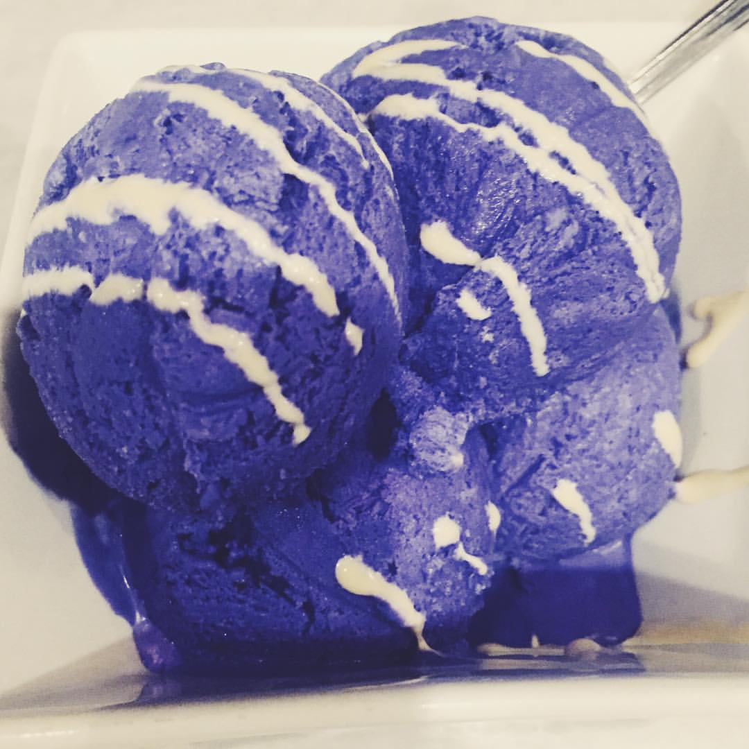 This homemade ube (purple yam) ice cream from Tito Rad's in Woodside/Sunnyside is EVERYTHING.          #woodside #sunnyside #sunnysidefood #woodsidefood #food #queensnyc #queenseats #queens #heartofqueens  (at Tito Rads Filipino Restaurant)