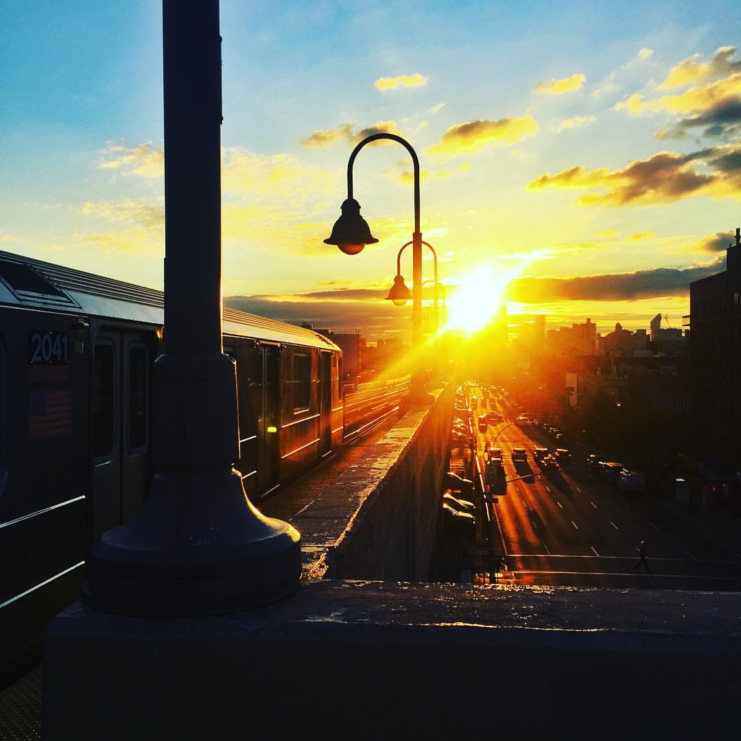 Day 93/100: Should we call this 100 Days of Queens Sunsets instead? Just can't help it when you see a good one! This time in #Sunnyside at 46th-Bliss.         #7train #SunnysideNY #Queens #QueensNYC #Queenscapes #itsinqueens #HeartOfQueens #100DaysOfQueens  (at 46th Street – Bliss Street)