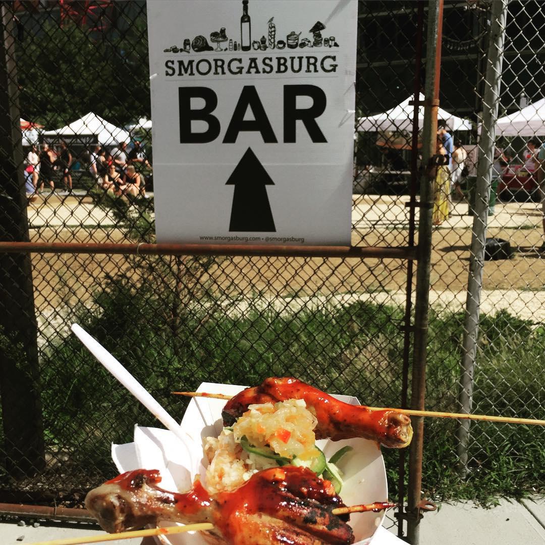 Day 90/100: Some Papas Kitchen chicken  at @smorgasburgqueens yesterday #LIC #longislandcity #woodside       #queensfood #food #licfood #heartofqueens #100DaysOfQueens  (at Smorgasburg Queens)