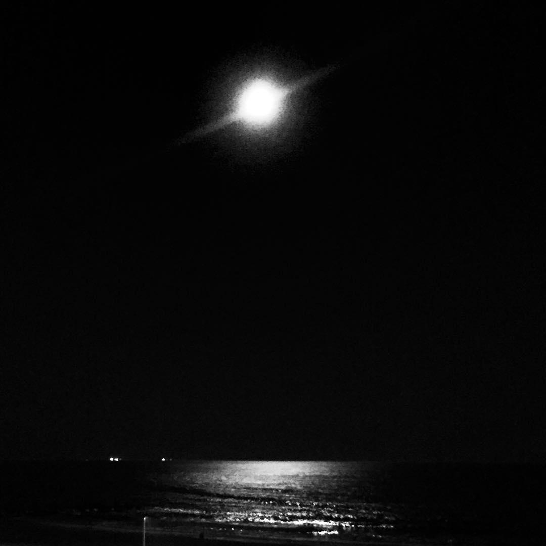 By the light of the moon #rockaway #onceinabluemoon #queensnyc #queens  (at Beach 91st - Rockaway Beach)