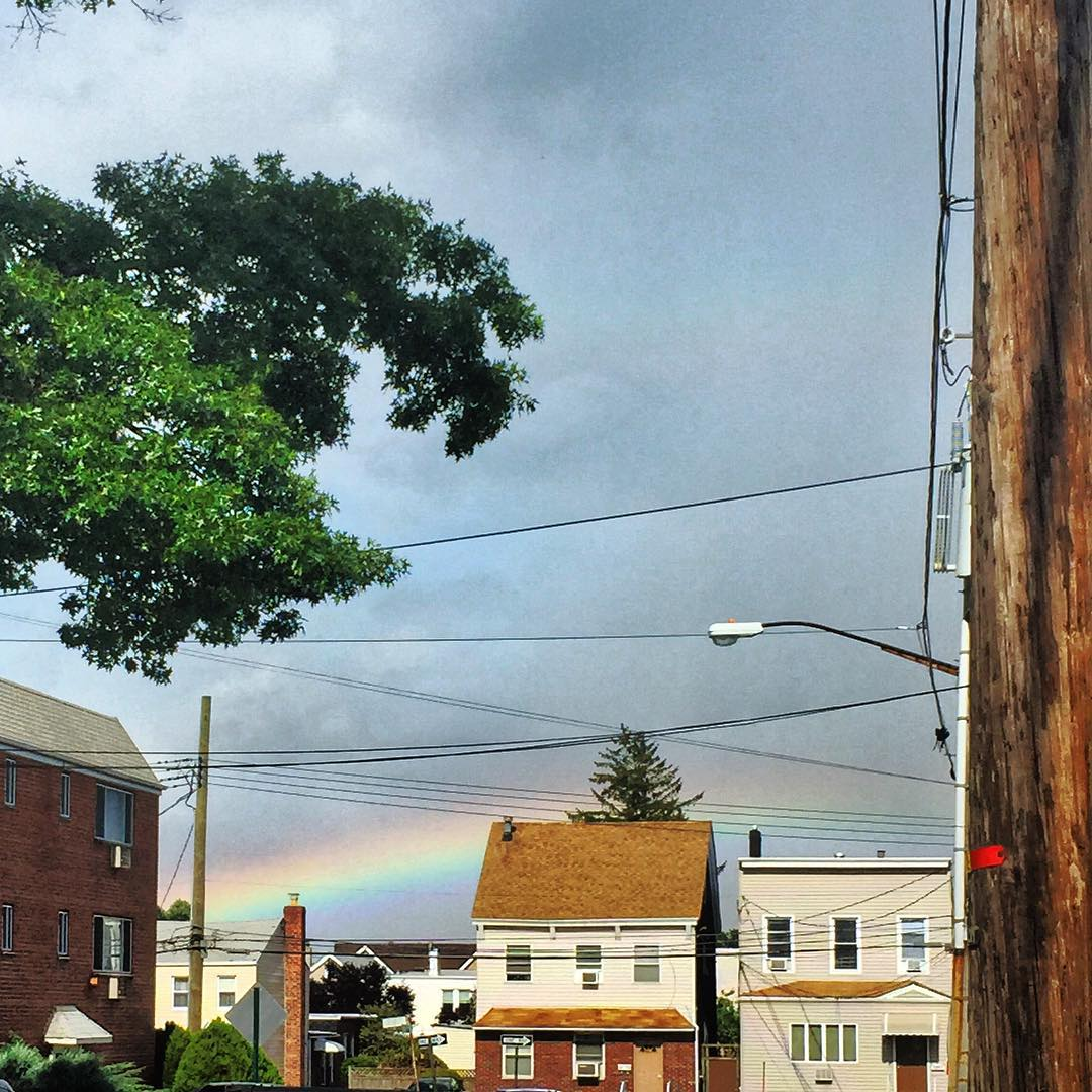 Day 54/100: Rainbows and dark clouds today in #middlevillage via @lauumariee          #middlevillageny #queens #queensnyc #queenscapes #rainbows #queensrainbows #heartofqueens #100DaysOfQueens (at Middle Village – Metropolitan Avenue)