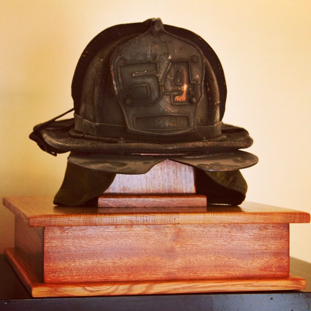 Day 31/100: Happy Father's Day to the best Dad in the whole entire world! ❤ This is a throwback to last year's present for my dad –a custom helmet stand for his retired helmet made by queens-based @urbancitywoodshop which I am sad to say is no longer in business (hopefully they'll be back one day!)       #FDNY #Tmoney #Tnomoney #middlevillage #astoria #queens #queensnyc #qnsmade #shoplocal #heartofqueens #queenscapes #100DaysOfQueens @lizzygilly23 @reginaceleste86  (at Middle Village, New York)