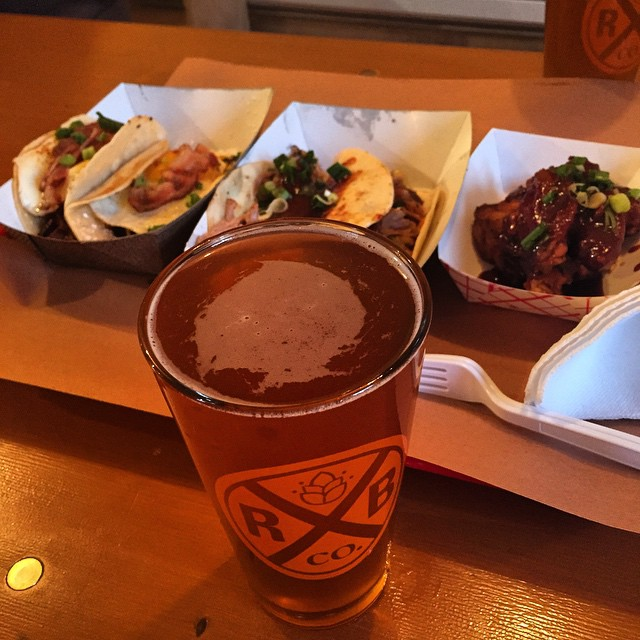Guess who's back @rockawaybrewco - Korean BBQ chicken, cho-nut taco, Korean redneck tacos, and a Rockaway ESB @kimchismoke #lic #longislandcity #heartofqueens  (at Rockaway Brewing Company)