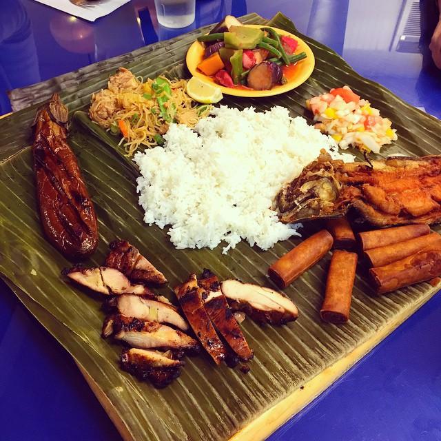 A sexy feast for a sexy lady via @steph_meg #woodside #queens #heartofqueens #filipino #lumpiafordays  (at Ihawan)