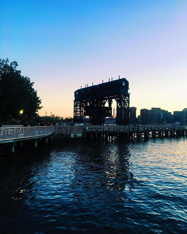 Haven't seen a gantries sunset in awhile!  Zoom in & peep the WTC  #longislandcity #licny #queensnyc #queenscapes #queensaf #queenslove #heartofqueens