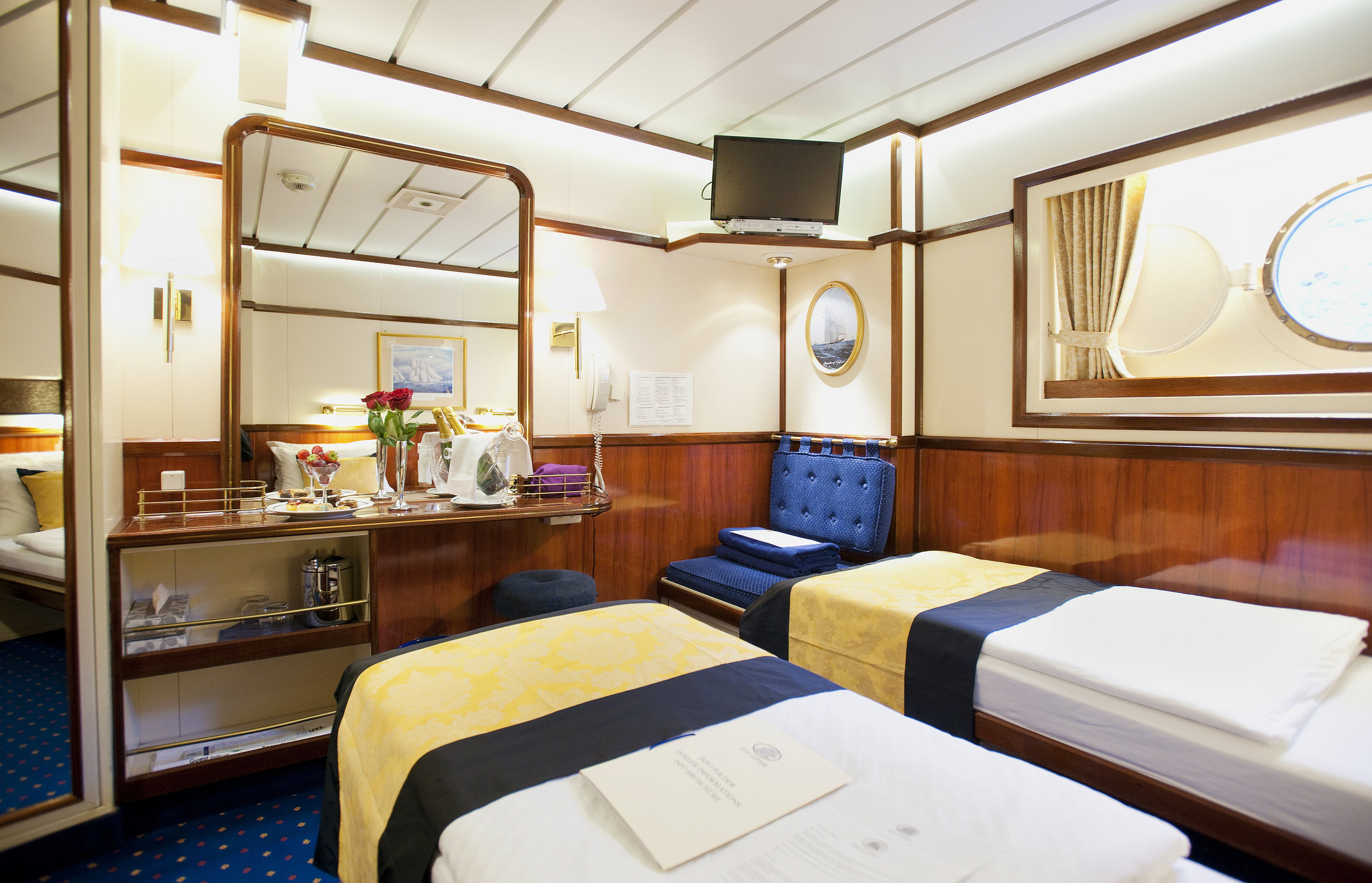 Flyer Cat. 2-4 Stateroom w/Single Beds