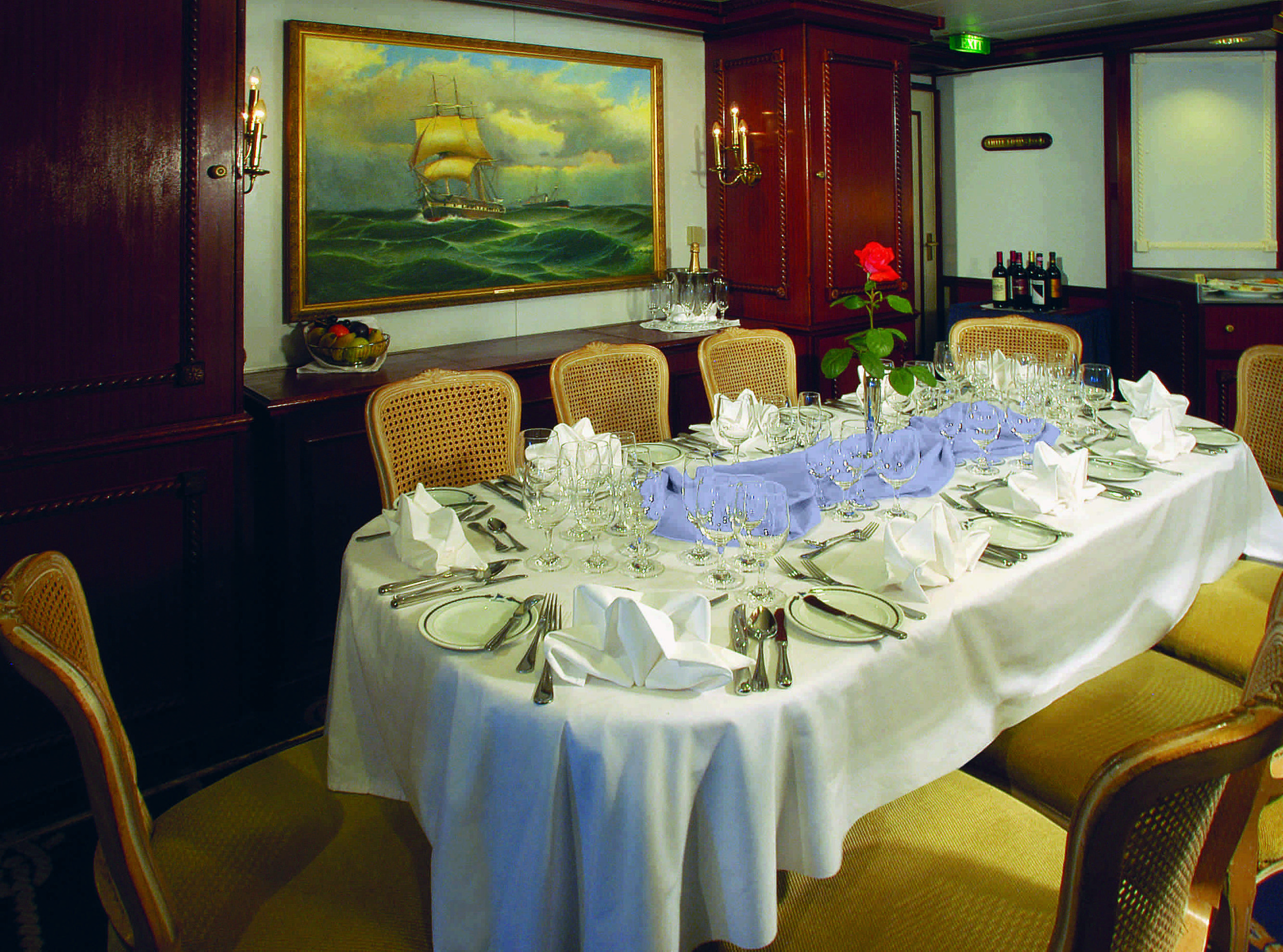 Dining_Capt_Table_Clipper small.jpg