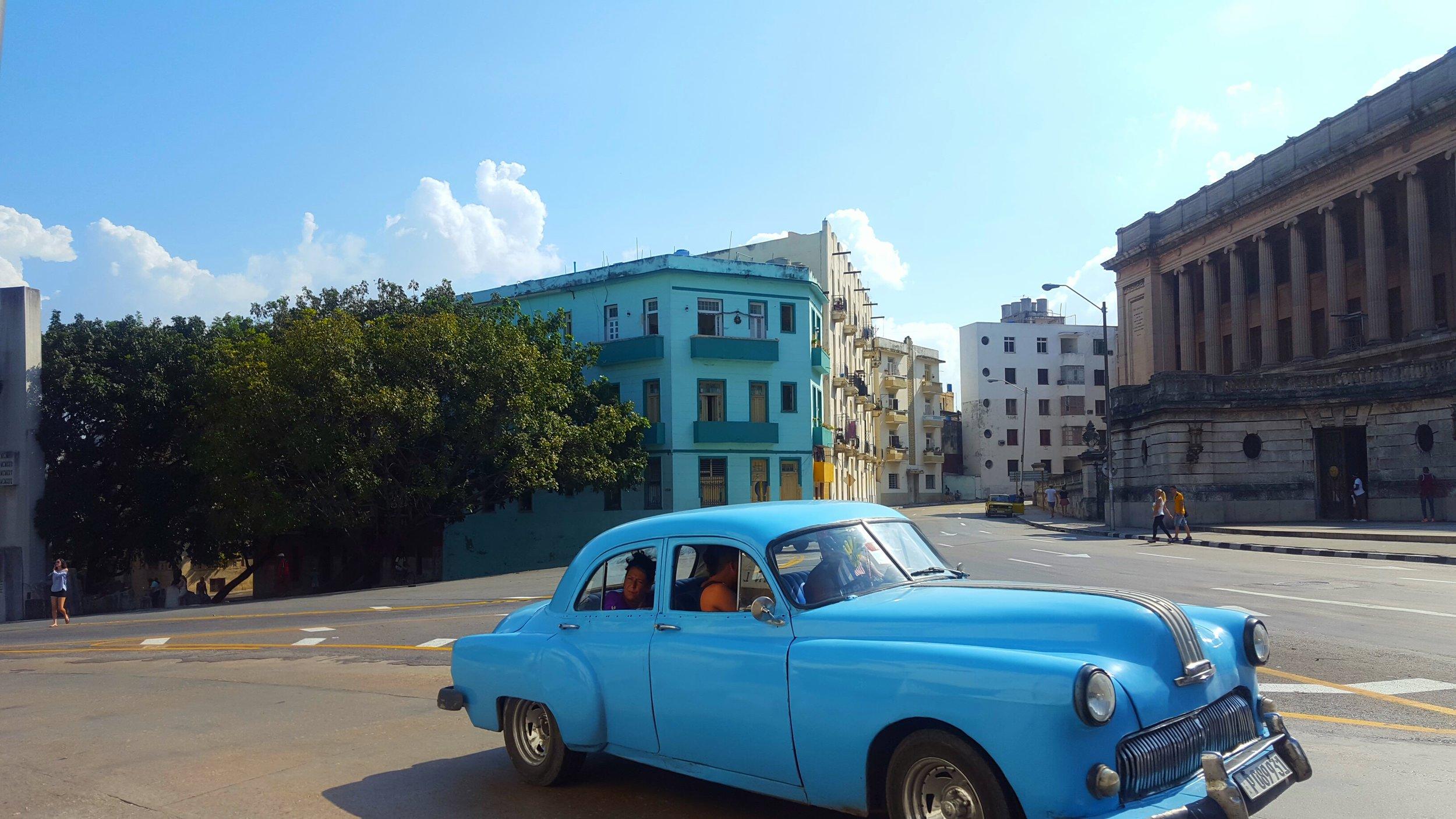 A taxi near La Universidad de la Habana (University of Havana). Photo by Nadia Sesay.