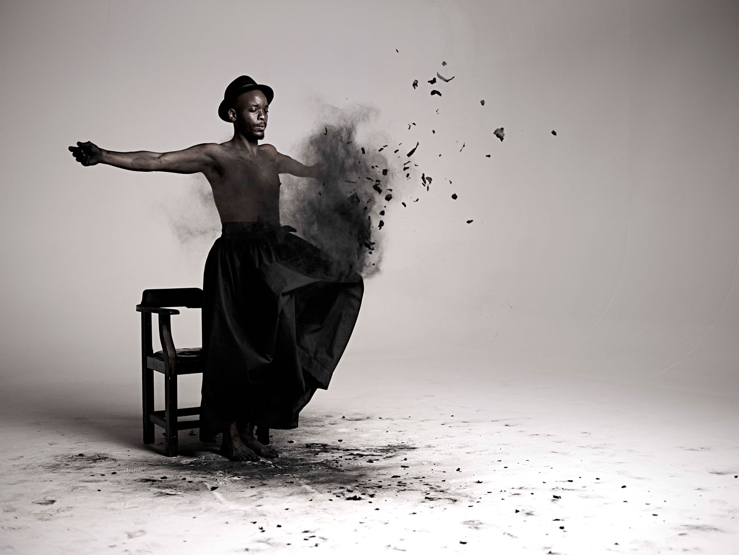 Mohau Modisakeng,  Inzilo , 2013 (video still).