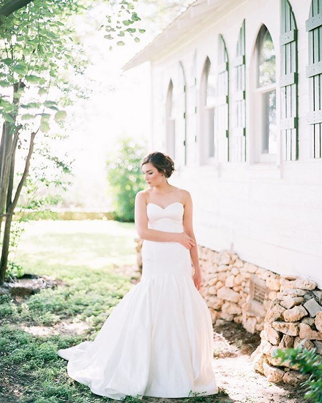 «Pretty is an accident of nature - elegant is a self created work of art» - and when it comes to Emma those words couldn't be more true! She is the epitome of grace and elegance in this beautiful gown from @joannsbridal ⠀⠀⠀⠀⠀⠀⠀⠀⠀ #fineartwedding #wedding #weddingphotography #weddingphotographer #weddingmoments #weddinggoals #austinweddingphotographer #austinwedding #austinweddingphotography #austinweddingstyle #austinweddingvendors #fineartweddingphotographer #fineartweddings #fineartweddingphotography #fineartweddingphoto #fineartweddingphotos #fineartweddingphotograpy #fineartweddingfilmphotographer #belton #beltontx #beltontexas #temple #beltonwedding #beltonweddingphotographer #beltonweddings #ishootfilmcamera #ishootfılm #filmphotographer #filmphotography #stylemepretty