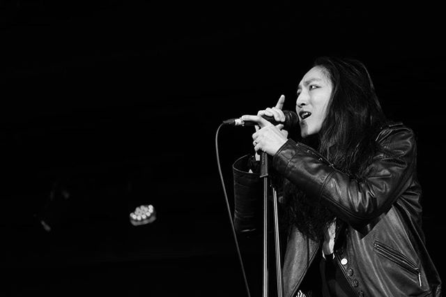 Good evenin', my fellow citizens.... . Photo courtesy of @jyjaedyn . #bamboostar #bamboostarhk #itsjustbusiness #nohardfeelings #rock #vocal #vocalist #hksinger #singer #asian #hkband #hongkong #hongkonger #852 #hkmusic #hkig #musician #hkmusician #levis #asianrock #jooksing #竹星 #香港音樂 #香港樂壇 #搖滾 #搖滾樂隊 @theweekhk @1563attheeast