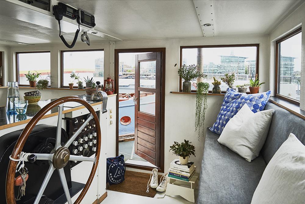 London house boat tour