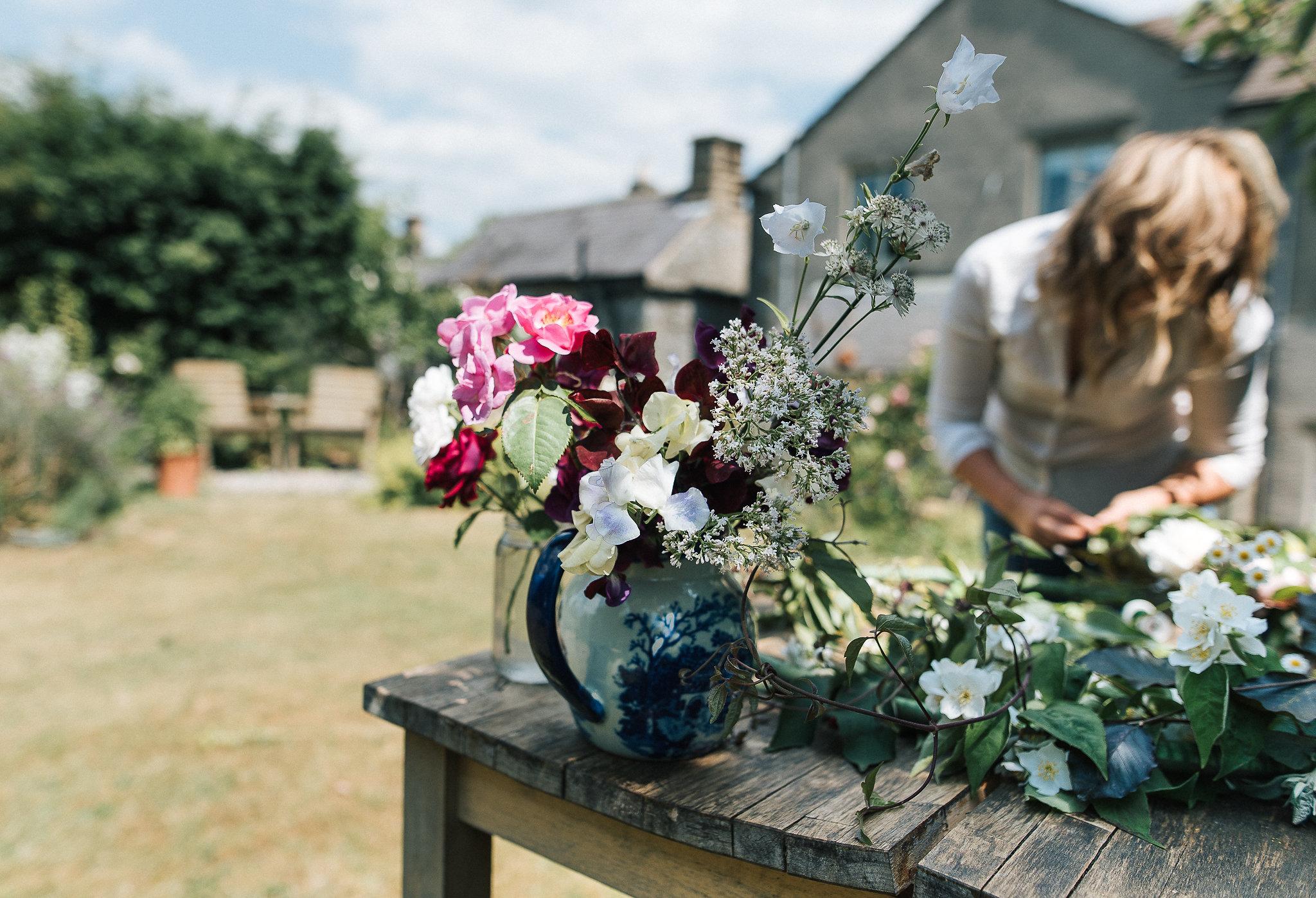 DIY tutorial - flower hoop decoration for weddings