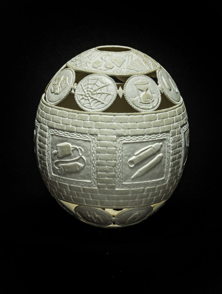 """Gil Batle, """"Tattoo"""" (2015), carved ostrich-egg shell, 6.5 x 5 x 5 inches (photo courtesy of Ricco/Maresca)"""