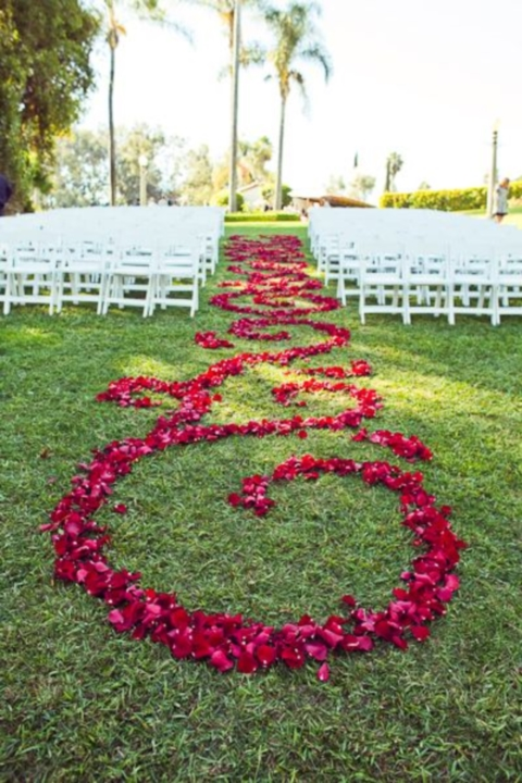 Lush Pattern of Petals down Aisle - Image: http://happywedd.com/decor/69-outdoor-wedding-aisle-decor-ideas.html