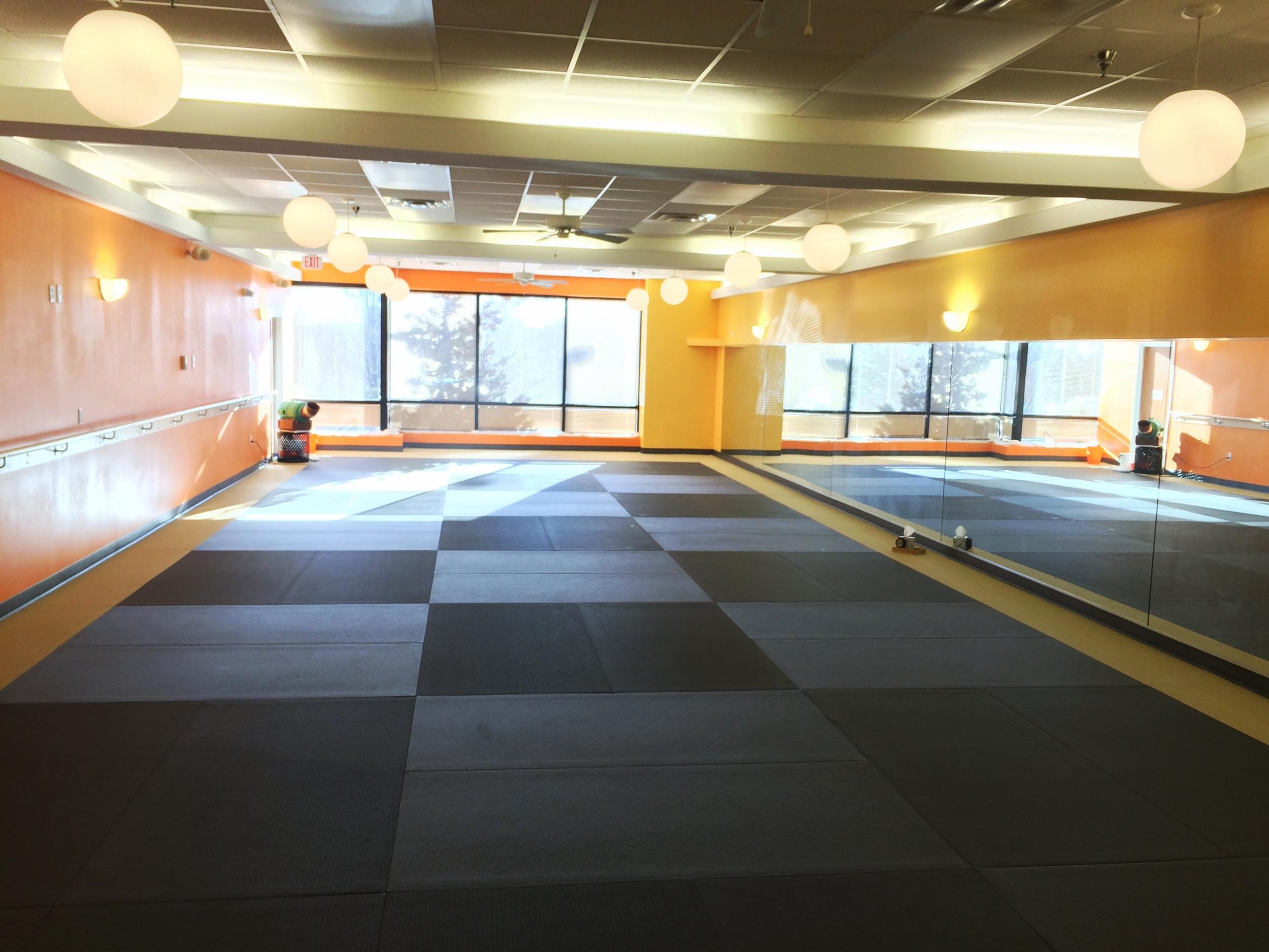 hot-yoga-rockville-green-studio