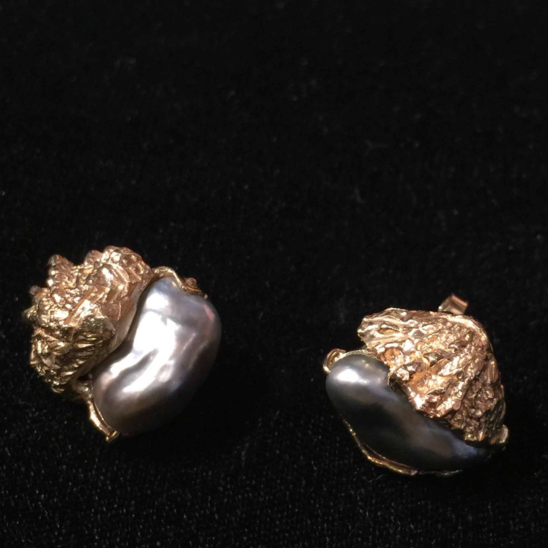 Eve's Black pearl and gold earrings - I fell in love with these.