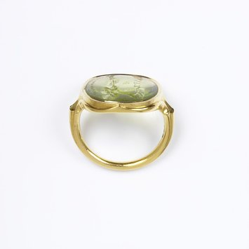 Mid 19th century   Ring, peridot intaglio set in gold   V&A Museum