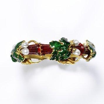 Paris, c. 1850 Bracelet, enamelled gold set with pearls V&A Museum