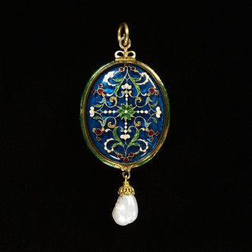Europe, c. 1850-1900 Locket, enamelled gold (émail en résille sur verre) and baroque pearl V&A Museum