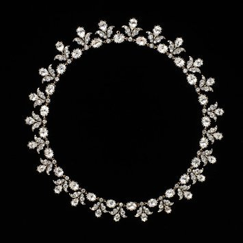 France, 1790-1805 Necklace with rock crystal set in silver and gold V&A Museum