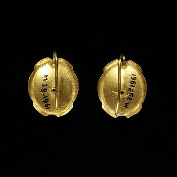 earrings Italy, 1840-1850   Back showing Shepherd's hook   V&A Museum